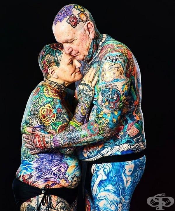 Най-татуираните възрастни. Чарлз Хелмке и Шарлот Гутенберг от САЩ държат рекорда за най-татуирана дваойка. Тялото на Чарлз е 97,5% покрито с татуировки, а Шарлот е 91,5%.