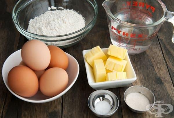 Знаете ли тайната на перфектната торта? За приготвянето на блата количеството брашно, яйца, масло и захар в грамове трябва да е еднакво.