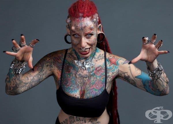 """Жената-вампир. Мария Хосе Кристина е майка на 4 деца, специалист по татуиране и бивш адвокат. 90% от тялото й е покрито с татуировки и освен това има подкожни импланти. Благодарение на нейната необичайна външност, Мария получи прозвището """"Жената вампир""""."""