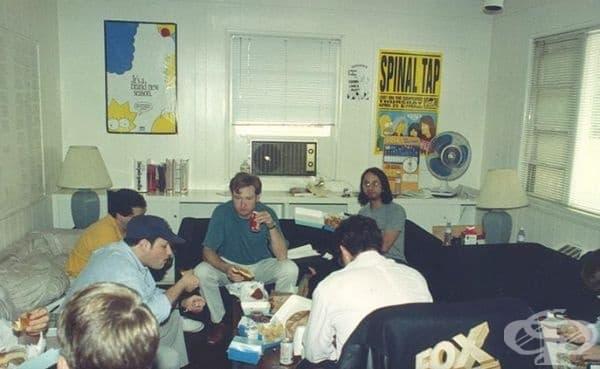 """Стаята на сценаристите от легендарния анимационен ситком """"The Simpsons"""", 1992 г."""
