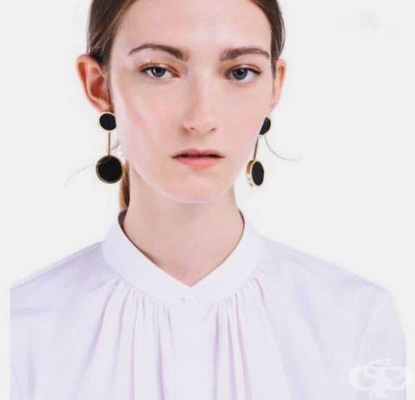 Катажина Южецк. Моден агент забелязва момичето във влака и веднага разбира, че тя е бъдеща звезда със запомняща се визия. Полският модел участва в представленията на Prada, Calvin Klein и Christian Dior.