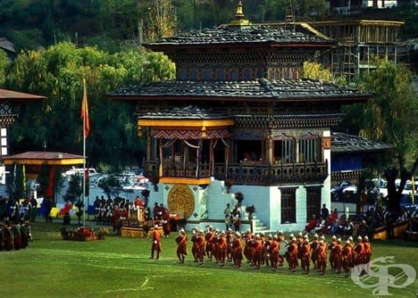 Бутан е толкова загадъчна страна, че никой не знае колко точно хора живеят там, тъй като последното преброяване е направено през 1975 г.