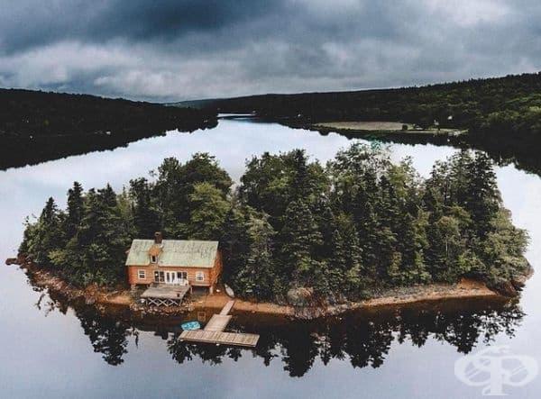 Дом с гора на личен остров - какво по-хубаво от това?