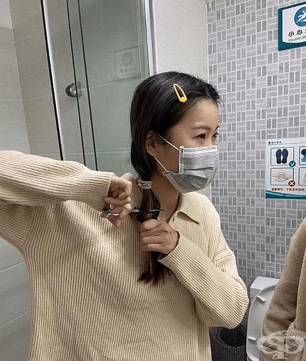 Медицинският персонал в Ухан с драстични мерки срещу коронавируса