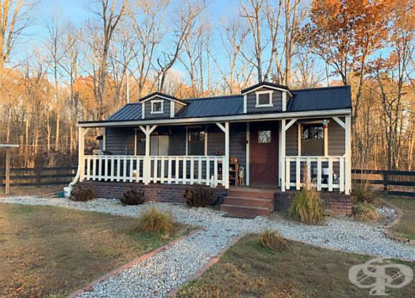 Домът на родителите е най-големият и най-скъпият - 26 кв. м. за  9 000 долара.