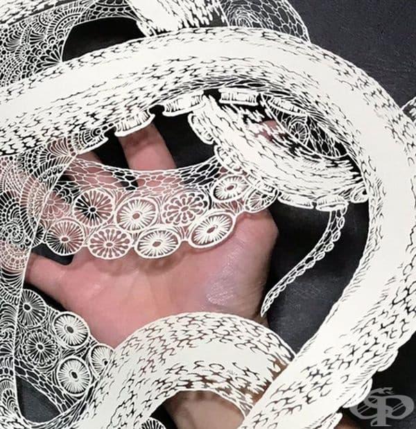 Техниката за изрязване на хартия е известна като Киригами в Япония.