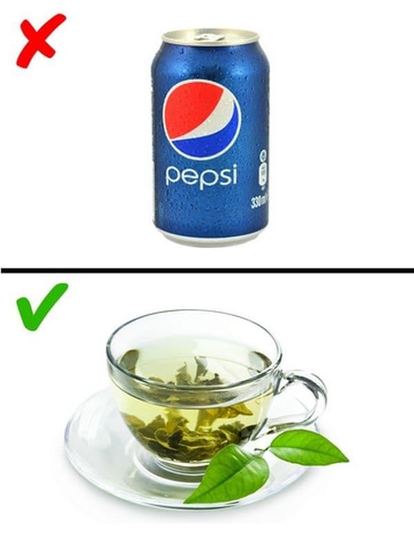 Пийте повече чай и вода. Зеленият чай съдържа много антиоксиданти, които подпомагат отслабването.