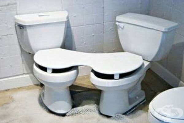 Двойна тоалетна. За двойките, които не могат да се разделят дори за секунда.