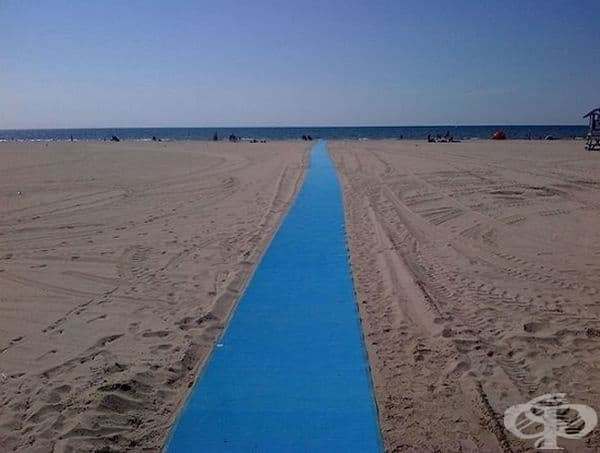 Специално платно за колички на плажа.
