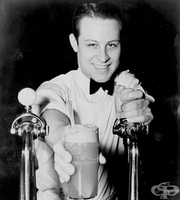 Сатуратор. Хора, които са предлагали газирана сода със сладолед до 60-те години. Името идва от движението, което се прави при направата на напитката.