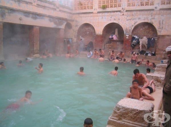 В древната римска култура и общество къпането играе огромна роля - това е обща ежедневна дейност и се практикува сред различни социални среди. Днес ние гледаме на къпането като на много лична и интимна дейност, но за римляните това е обществена дейност.