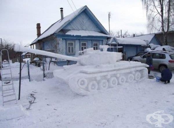 Снежен танк вместо снежен човек.