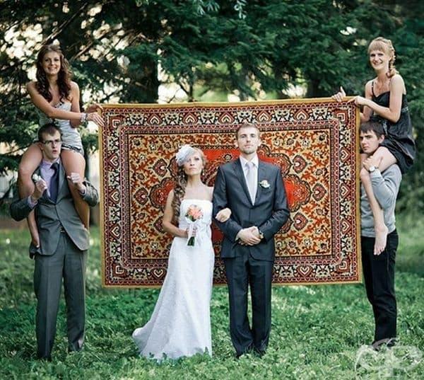 Когато природата не ви харесва за фон на снимка, носете си килим.