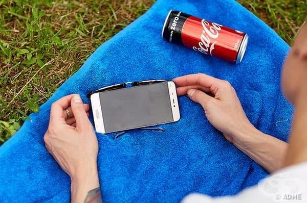 Слънчевите очила са идеални за поставка на телефон.