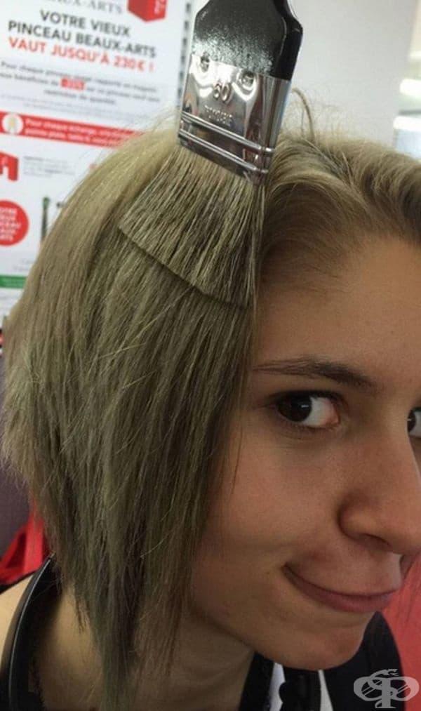 Може би е избрала цвета на косата си според четката?