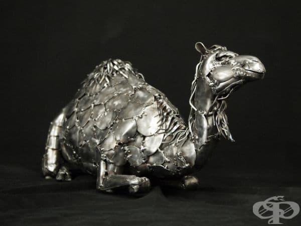 Гари Хоуи. Този човек е художник, скулптор и квалифициран заварчик. Въпреки че страда от Паркинсон, той продължава да работи. Повечето му творби са животни.