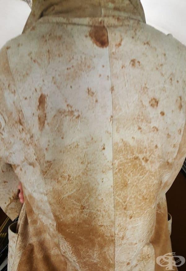 Връхна дреха с вид на безквасен хляб лаваш.