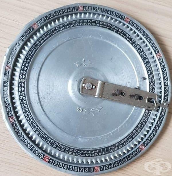 Механичен калкулатор. В допълнение към добре известните счетоводни рамки е имало и други устройства за изчисления: например този кръгъл механичен калкулатор, наречен Optima, който е бил пуснат около 1900 г. в Германия.