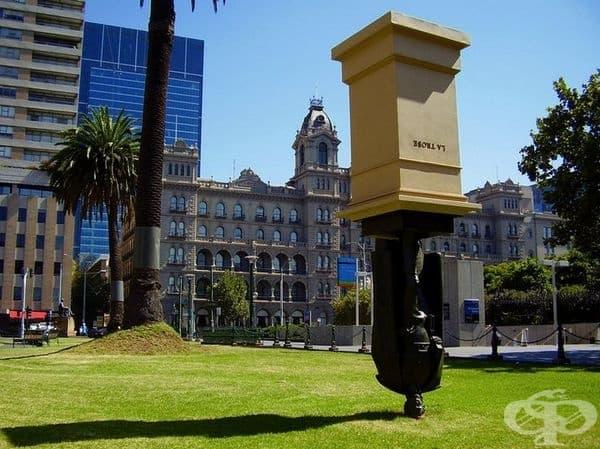 """Статуята на """"Чарлз ла Троуб"""", Мелбърн, Австралия. Скулптурата е известна в цяла Австралия и често """"обикаля"""" из страната."""