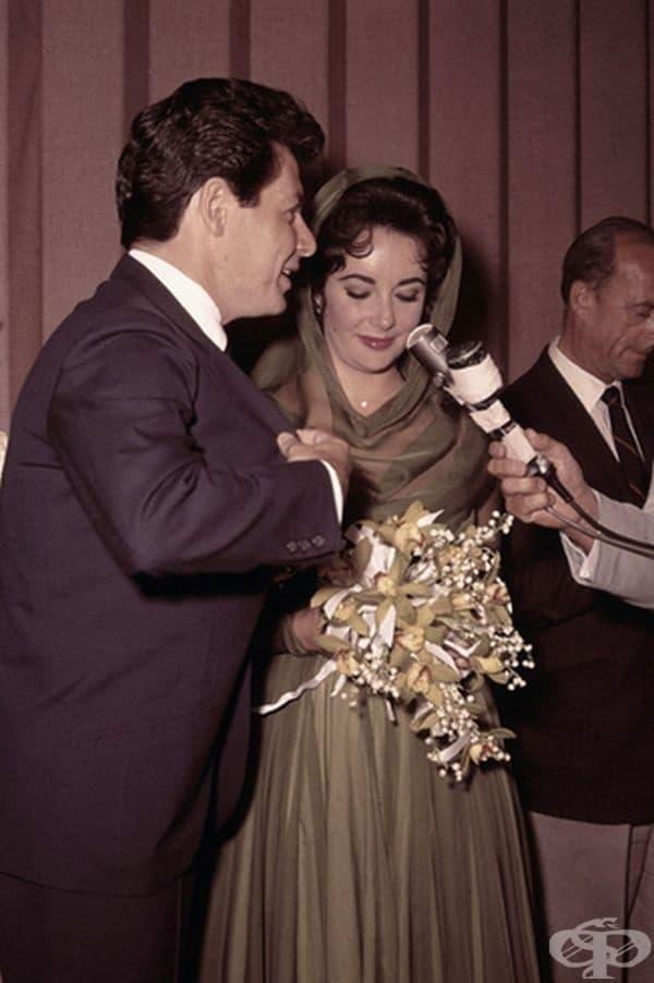 Елизабет Тейлър, 1959 г. Връзката на Тейлър с Еди Фишър предизвика огромен скандал, защото по това време Фишър е бил женен за Деби Рейнолдс, близка приятелка на Тейлър. След развода им Тейлър се омъжва за него в зелена рокля.