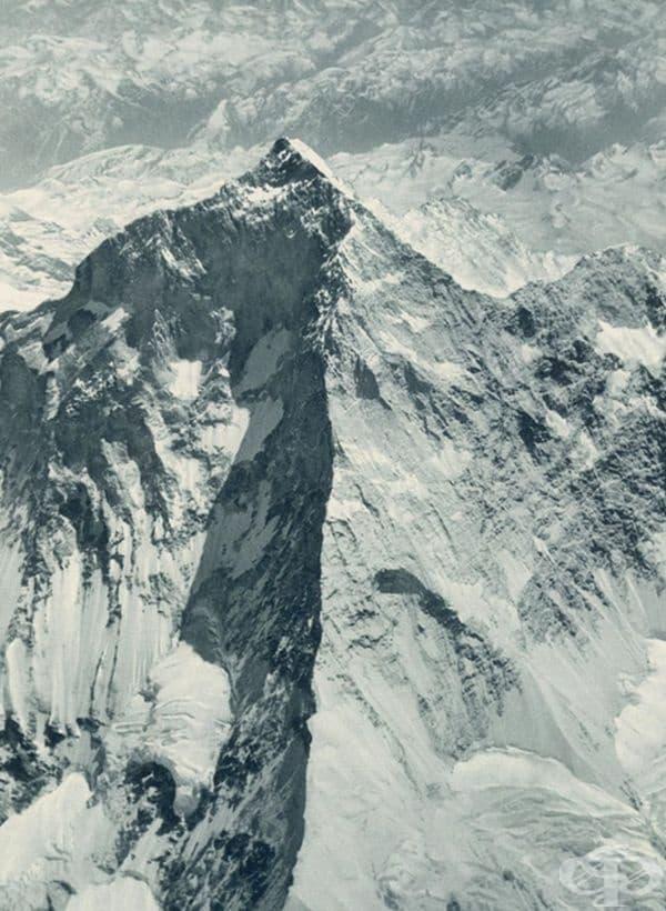 Първият кадър на Еверест, направен по метода на въздушната фотография, 1933 г.