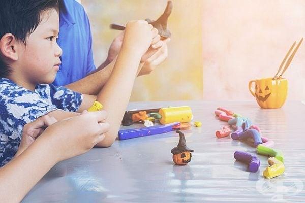Ако на детето ви не му се рисува, му предложете пластилин. Ще се забавлява дълго.