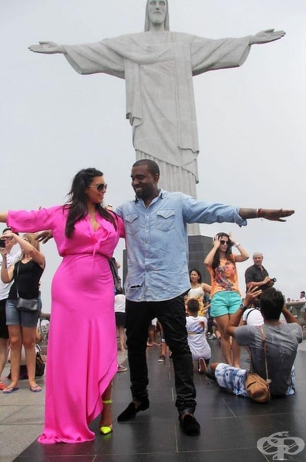 Статуята на Христос Спасител в Рио де Жанейро, Бразилия. Обикновено е пълно с много хора, за това е препоръчително да се погледне от високо.