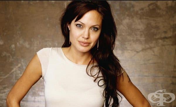 Анджелина Джоли. Една от най-добрите актриси на Холивуд има немски и словашки произход от страна на баща си и френско-канадски и холандски от страна на майка си.