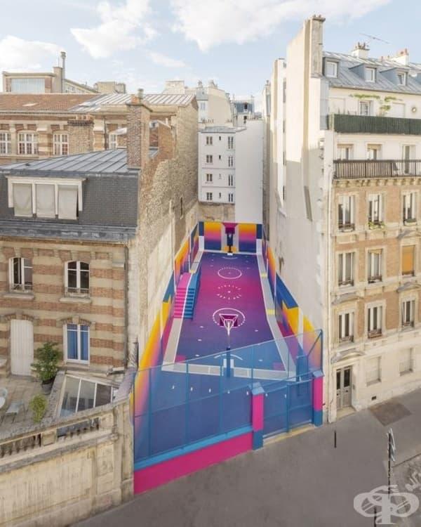 Колоритно баскетболно игрище в Париж.