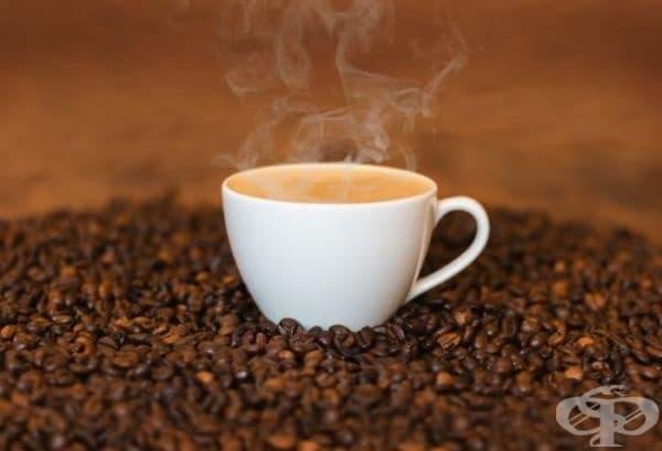 Кафе. Някои изследвания сочат, че кафето увеличава риска от остеопороза и ревматоиден артрит, но други не намират такава връзка. Напитката съдържа полифеноли - антиоксиданти са и намаляват възпалението. Рискът е минимален при максимум 2 чаши кафе дневно.