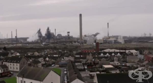 В профила си Бански е публикувал и видео с графита, което накрая се издига над гаража и показва покривите и индустриалните зони в града, който е с най-замърсен въздух във Великобритания за 2018 г.