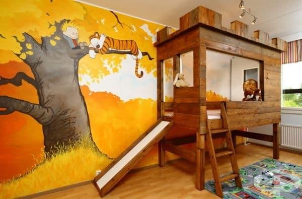 Легло - крепост. Подходяща рисунка на стената и легло, което прилича на крепост, е мечта за всяко дете, което обича приказки и приключения.