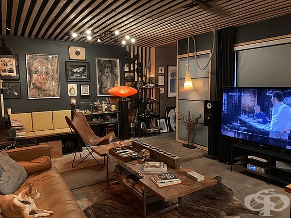 Тук може да разгледате колко е просторна стаята за гости и как е обзаведена.