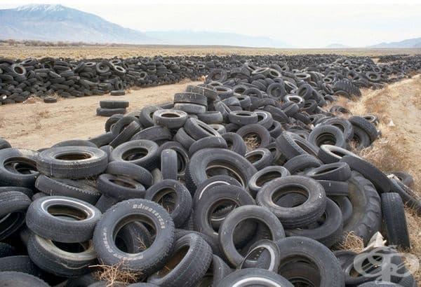 Пустинята в Невада се е превърнала в сметище за автомобилни гуми и други предмети.