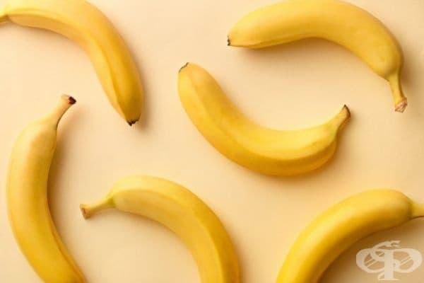 Бананите едновременно предотвратяват дехидратацията и облекчават гаденето. Те са отличен източник на желязо с благоприятен ефект върху стомаха, предпазвайки от диария и повръщане.