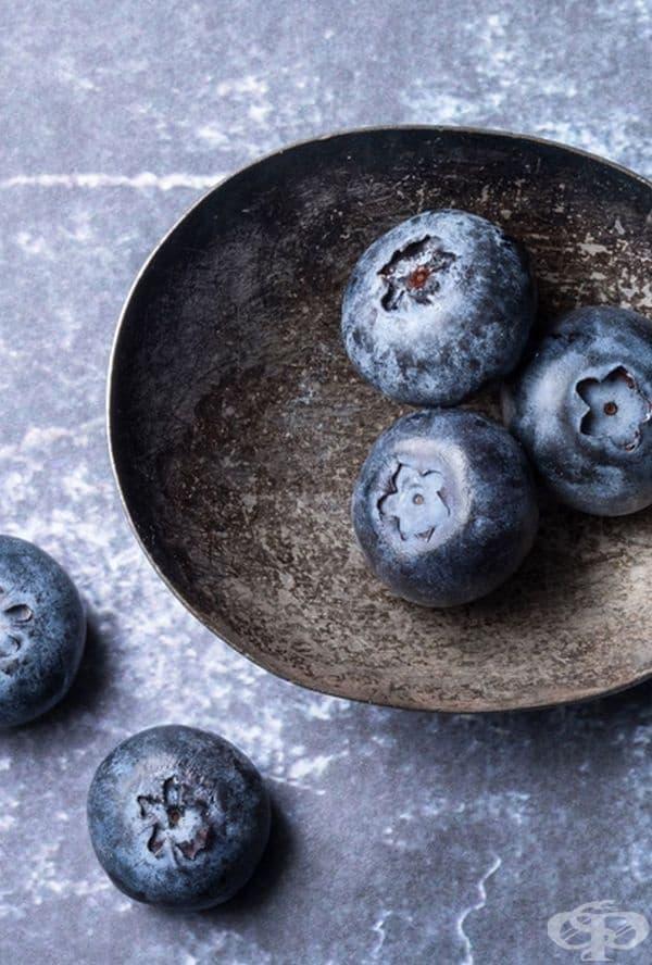 Боровинки. Подобно на ягодите, боровинките предотвратяват увеличаването на теглото поради високото ниво на антоцианини. Може да ги консумирате просто така или като добавка към овесена каша или коктейл.