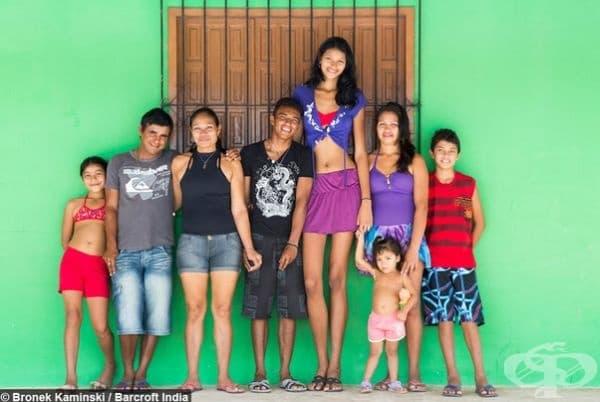 Най-високото момиче в света. Елизани да Круз Силва от Салинополис, Бразилия е висока 2.03 м. Ръстът е се дължи на тумор на хипофизната жлеза, който е отстранен по-късно от специалисти.