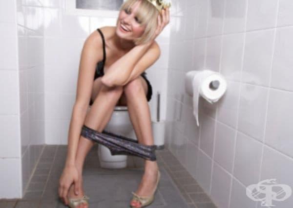 Уринирате на отворена врата. Провеждате важен разговор, но на единият му се налага да посети тоалетната. Разговорът продължава на отворена врата. Това показва, че се чувствате комфортно в присъствието на партньора си.
