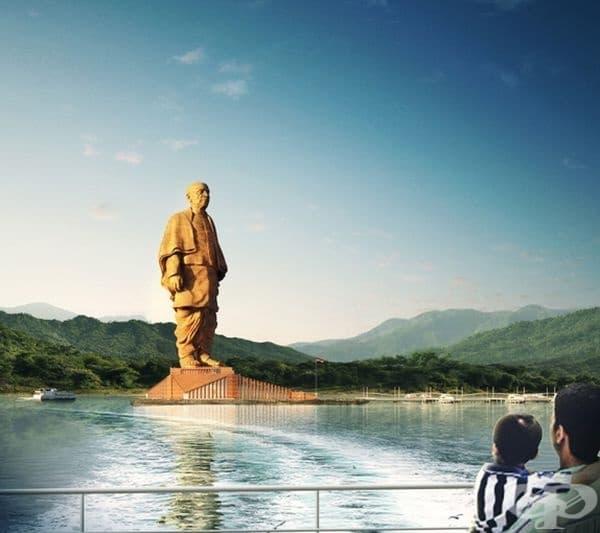 Статуята вече изцяло завършена и официално открита.
