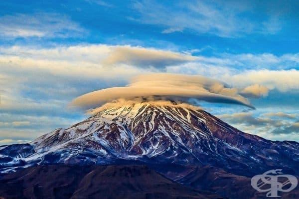 Лещовидни облаци над връх Дамаванд.