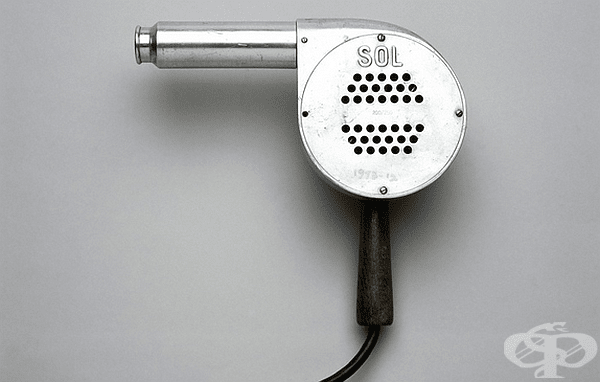 Първият ръчен сешоар е въведен от американската компания Racine Universal Motor през 1920 година.