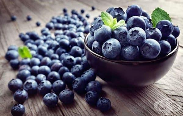 Боровинките са богати на витамини А и С, както и на антиоксиданта антоцианин. Той предпазва кожата от увреждания, почиства я и насърчава естествената регенерация.