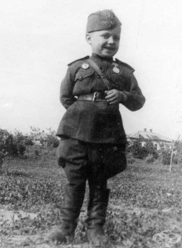 Шестгодишният Серьожа Алешков, син на режима, 1942.