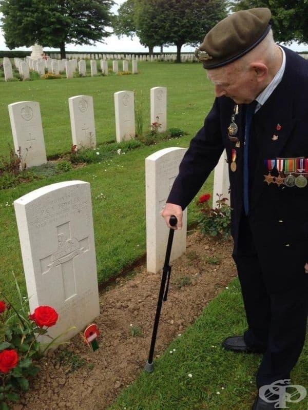 """""""Моят дядо оказва почит на своя командир, който не се завръща у дома с него."""""""
