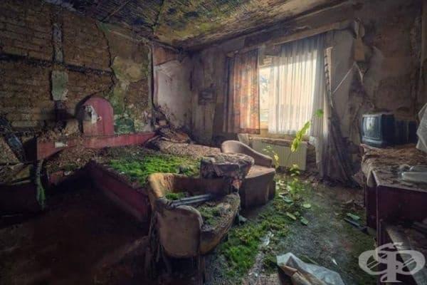 Изоставена хотелска стая, Колумбия.