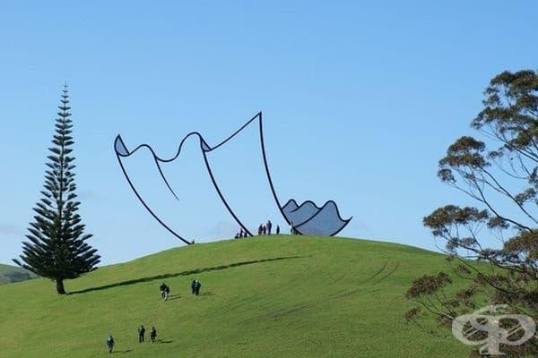 Скулптура в Нова Зеландия, която почти прилича на карикатура.