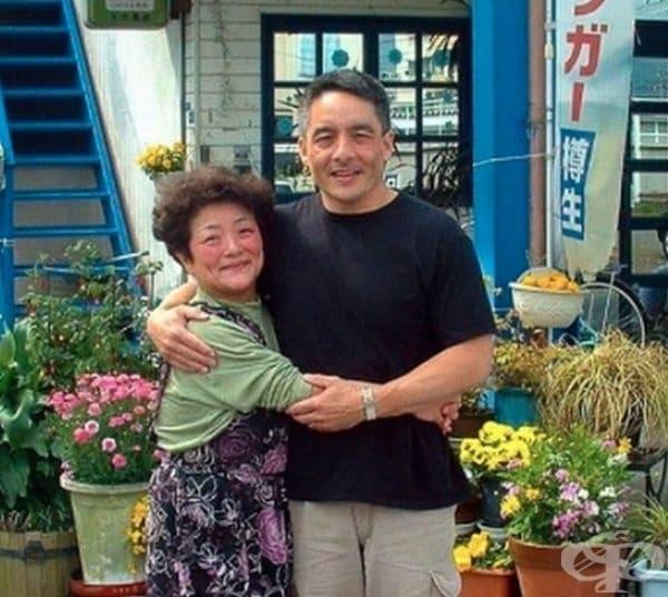 Този полковник от американските военновъздушни сили прекара живота си в търсене на своята родна майка, която е японка. Той я откри и разбра, че тя държи ресторант, кръстен на него.