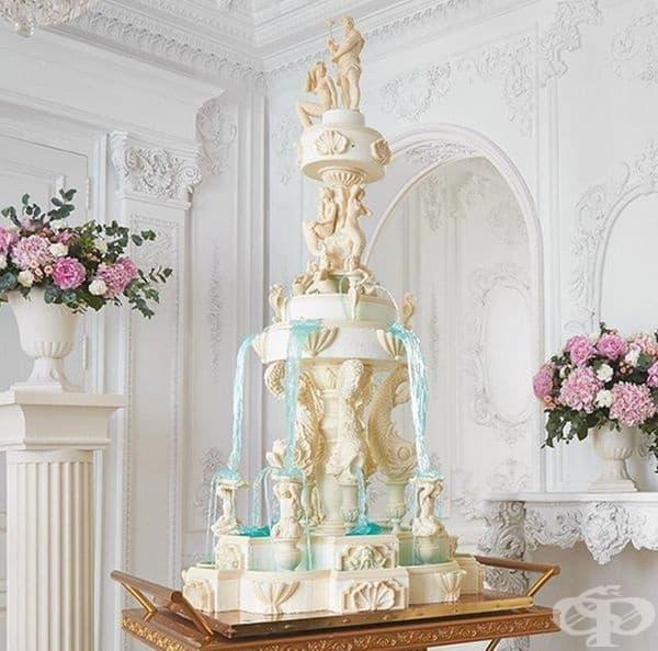 Фонтана на Валери. Трудно е да се повярва, но това произведение е напълно годно за консумация: водата е направена от карамел, а фигурките от шоколад. Тортата е висока почити 2 м. и подчертава много добре стила на класицизма.