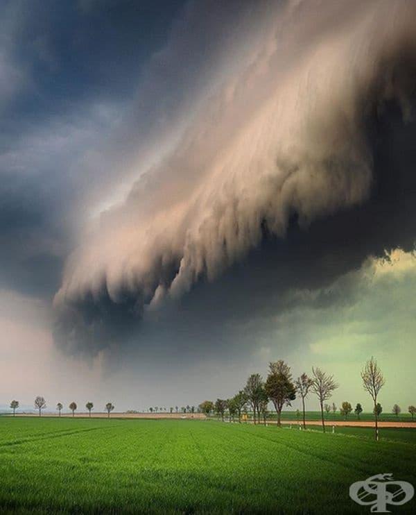 Началото на гръмотевична буря.
