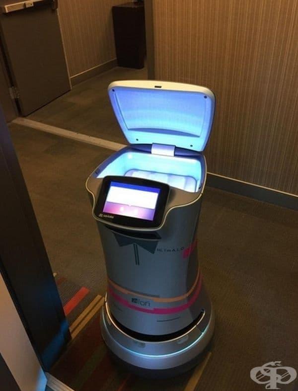 Това чудо на роботиката ще достави тоалетна хартия в стаята ви при поискване.